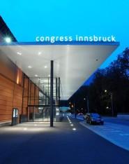 Congress_Innsbruck_Eingang_Rennweg_Abend
