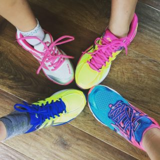 https://pixabay.com/en/trainers-running-shoes-feet-sport-1685162/